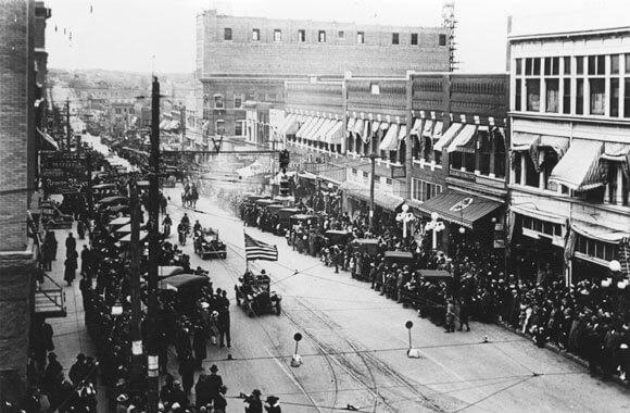 """<img src=""""black-wall-street-1921.jpg"""" alt=""""black-wall-street-1921"""">"""